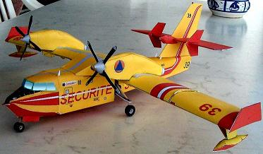 Papercraft imprimible y armable del avión Canadair CL-450 / Water Bomber. Manualidades a Raudales.