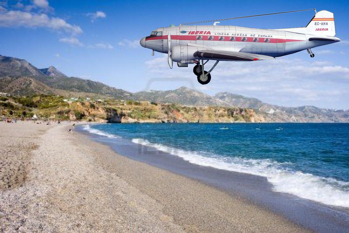 Papercraft imprimible y armable del avión Douglas DC-3 de Iberia. Manualidades a Raudales.