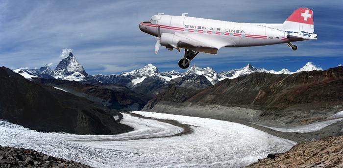 Papercraft recortable y armable del avión Douglas DC-3 de Swiss air lines. Manualidades a Raudales.